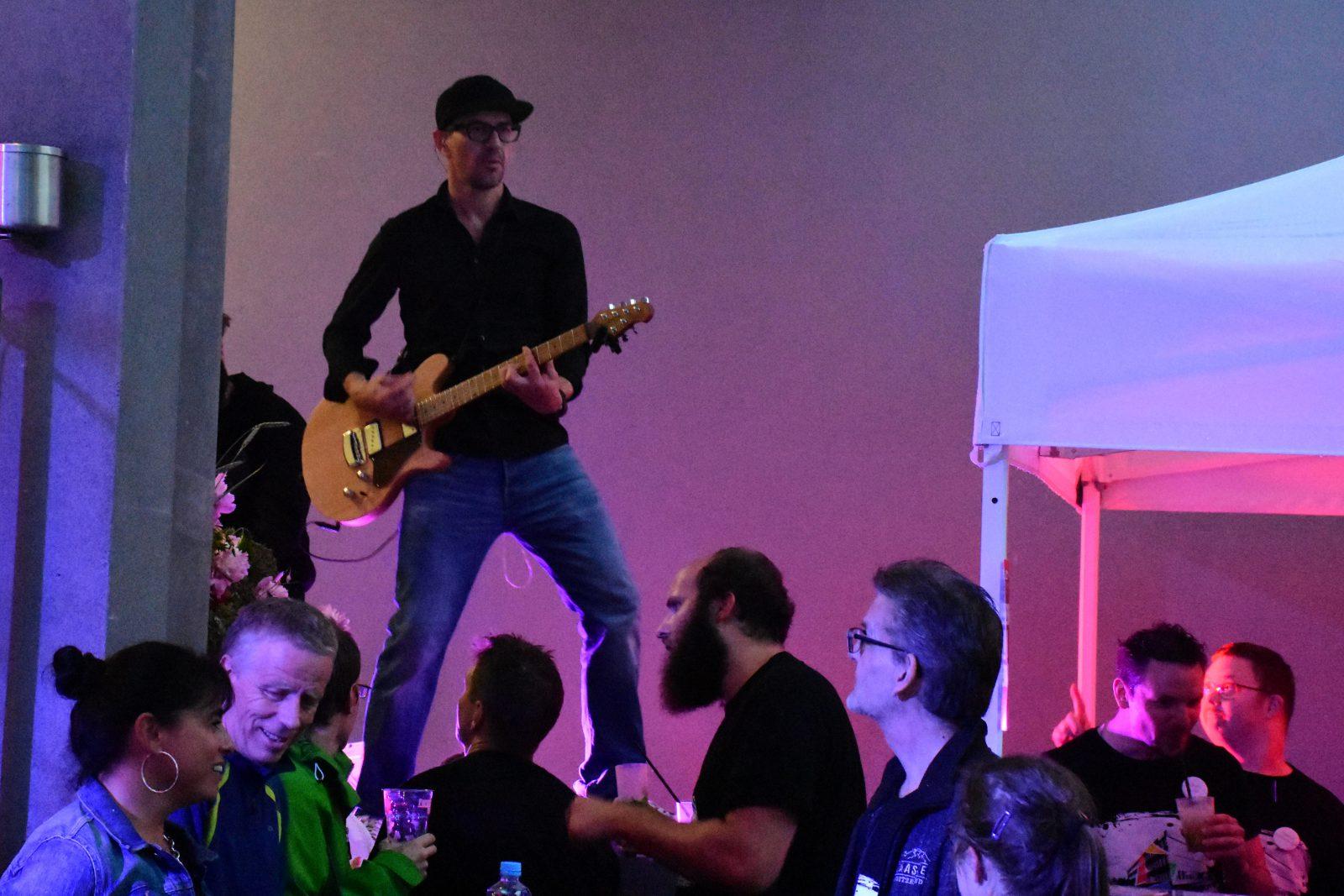 Musiker auf der Bühne im Restaurant L'ambiente